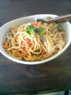 ある日の昼ごはん。トマトでパスタ。